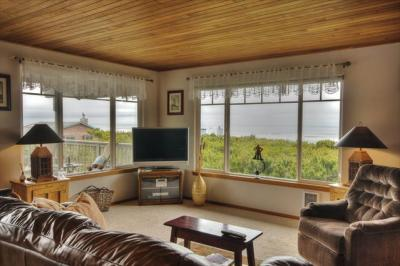 Oceania Beach House - Great Ocean Views, Close to Oregon Coast Aquarium - Waldport Vacation Rental