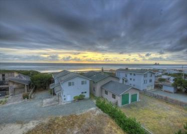 Grey Haven Vacation Rental  - Upper Level - Rockaway Beach Vacation Rental