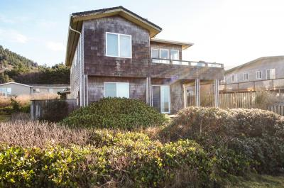 Sea Palace Oceanfront and Hot Tub - Yachats Vacation Rental