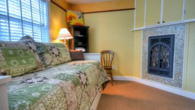Hidden Villa Cottage #5 - The Sunflower Cottage - Cannon Beach Vacation Rental