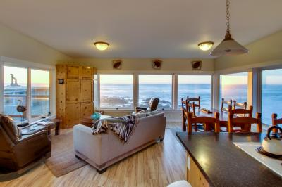 Rocky Shores Upper Level - Yachats Vacation Rental