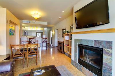 Chelan Resort Suites: Lakeside Wonder (#308) - Chelan Vacation Rental