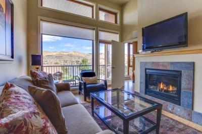 Chelan Resort Suites: Hillside Rest #407 - Chelan Vacation Rental