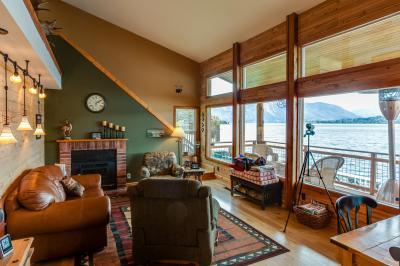 Lakeshore Lodge - Chelan Vacation Rental
