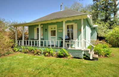 Historic Cottage Vacation Rental - Long Beach Vacation Rental