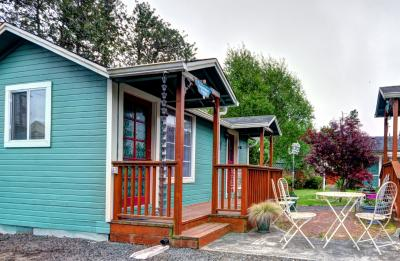 Hummingbird Cottage - Seaview Vacation Rental