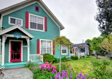 Farmhouse and Hummingbird - Seaview Vacation Rental