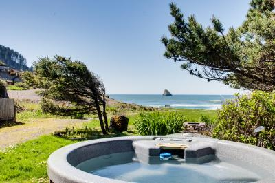 Shoreline Cottage Oceanfront Vacation Rental - Cape Meares Vacation Rental