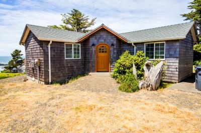 Pirate Cove Cottage 1 - Depoe Bay Vacation Rental