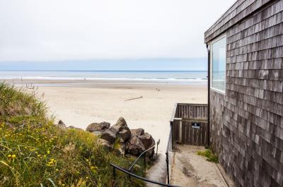 Flounder's Crib Oceanview Condo - Lincoln City Vacation Rental