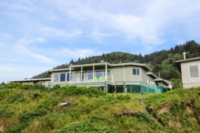 Sea Star Oceanfront & Hot Tub - Yachats Vacation Rental