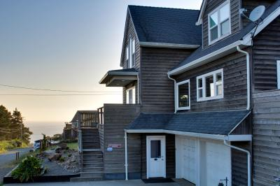 Crystal Rose Luxury Home - Lincoln City Vacation Rental