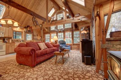 Hackett Creek Hideaway - Rhododendron Vacation Rental
