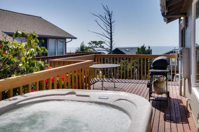 The Money Pit Beach House - Lincoln City Vacation Rental