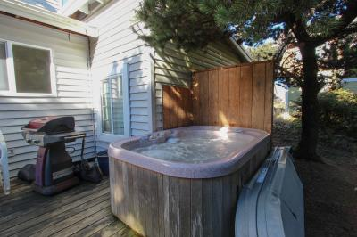 Casa Del Mar Ocean View with Hot Tub - Yachats Vacation Rental