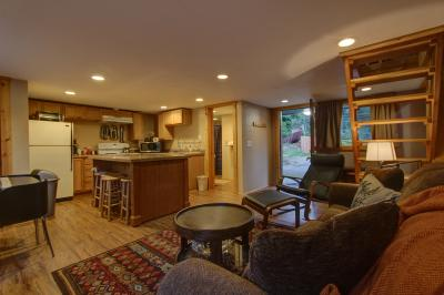 # 16 The Pacific Trail Apartment - Brightwood Vacation Rental