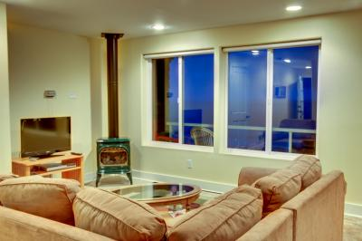 Panoramic Ocean Views at The Crow's Nest - Castle Suite #1 - Oceanside Vacation Rental