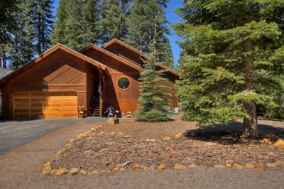 Chalet yuen tahoe city vacation rental for Tahoe city cabin rentals