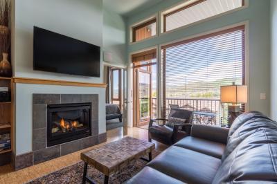 Chelan Resort Suites: Lakeview Luxury #408 - Chelan Vacation Rental