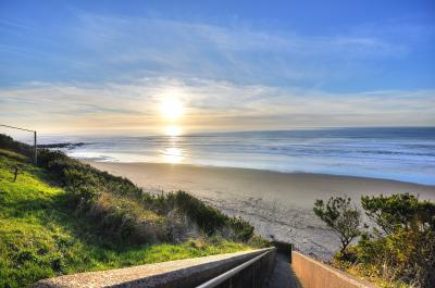 The Keel Beach House - Lincoln City Vacation Rental