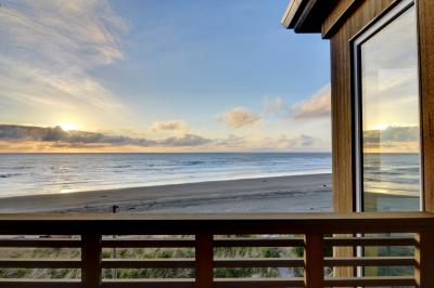 The Modern Oceanfront View Condo #203 - Rockaway Beach Vacation Rental
