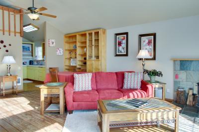 Ocean Cove: Oceanview Loft - Yachats Vacation Rental