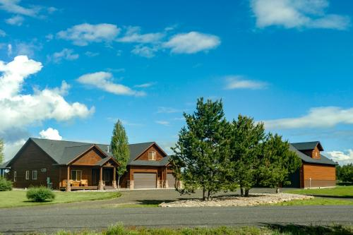 Brookie Mountain View Estate  -  Vacation Rental - Photo 1