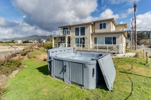 Rockaway Beach Villa - sleeps 25! - Rockaway Beach, OR Vacation Rental