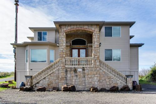 Luxury Beach Villa - sleeps 6 - Rockaway Beach Vacation Rental
