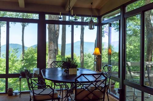 Happy Hours - Ellijay, GA Vacation Rental