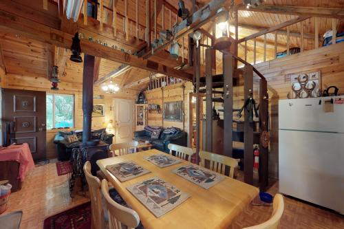 The Creekside Cabin - Cascade, ID Vacation Rental
