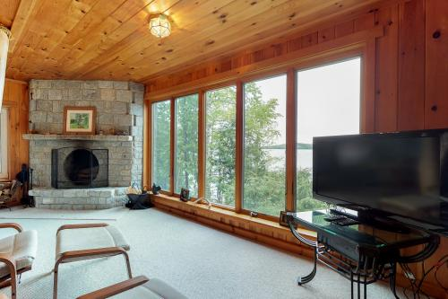 Lakeshore Loveliness - Greenville, ME Vacation Rental