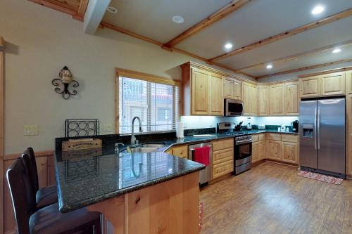Dancin Bear - Big Bear Lake, CA Vacation Rental