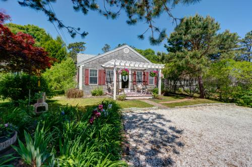 Siasconset Cottage - Dennis Port, MA Vacation Rental