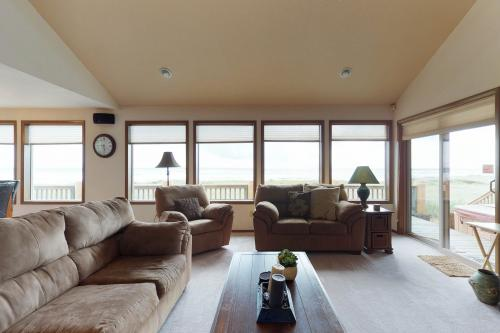 Impressive Oceanfront Home -  Vacation Rental - Photo 1