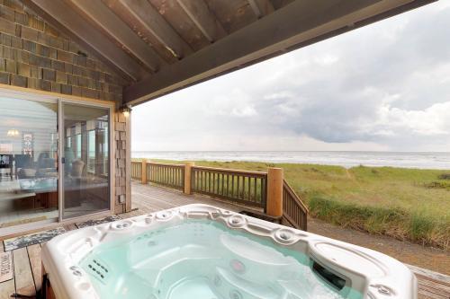 Impressive Oceanfront Home - Westport, WA Vacation Rental
