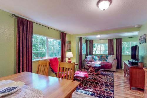 Myrtlewood Cottage -  Vacation Rental - Photo 1