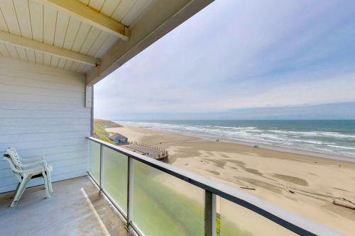 Nye Beach Lighthouse Vista - Newport, OR Vacation Rental