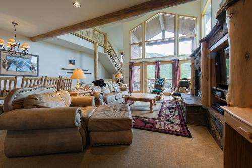 Ski Slopes and Scenic Views - Whitefish, MT Vacation Rental