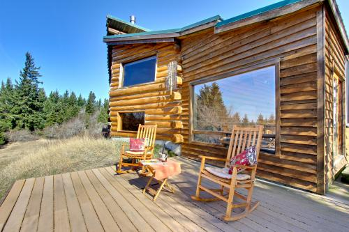 Bright Cabin -  Vacation Rental - Photo 1