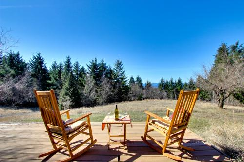 Bright Cabin - White Salmon, WA Vacation Rental
