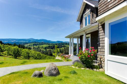 River Song Country Chateau - Hood River, OR Vacation Rental