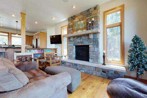 The Mountain Jewel -  Vacation Rental - Photo 1