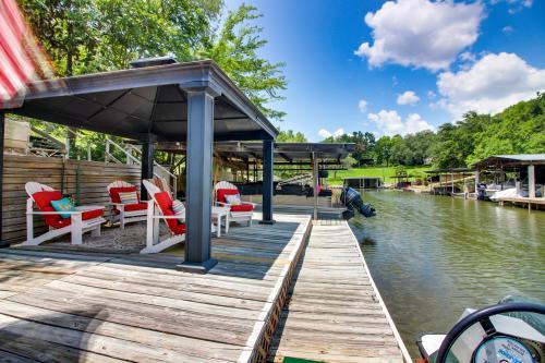 Faye and Ken's Lakeside Guesthouse - Kingsland, TX Vacation Rental
