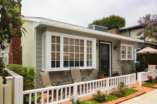Cape Cod Cottage in Newport Beach - Newport Beach, CA Vacation Rental