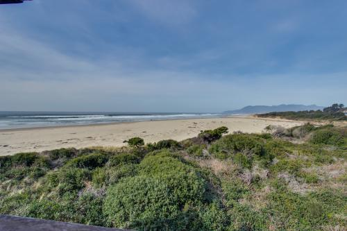 The Oceanfront Estate (204) - Rockaway Beach, OR Vacation Rental