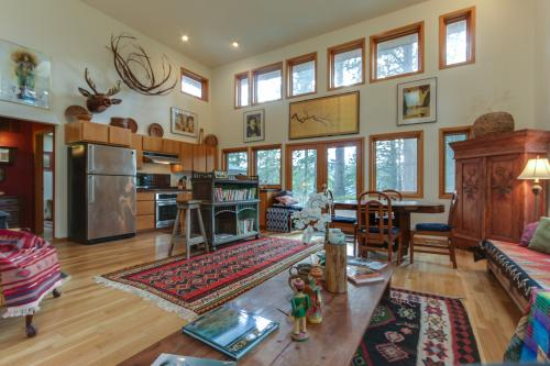 Selby Knoll Guesthouse - Lake Coeur d'Alene - Harrison, ID Vacation Rental