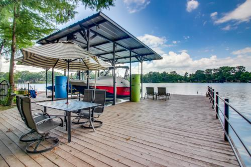 Lakefront Leisure - New Braunfels , TX Vacation Rental