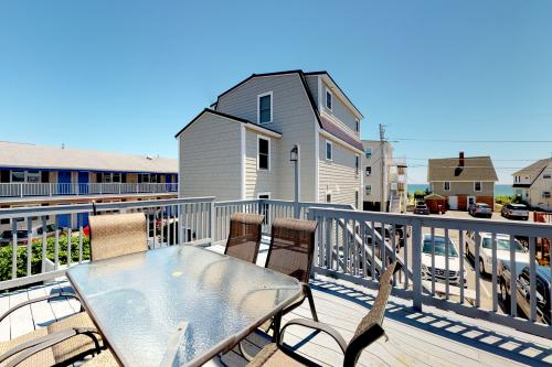 Ocean Breeze Cottage - Old Orchard Beach, ME Vacation Rental