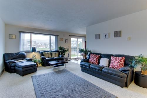 Holden's Post | Riverwalk Condominiums #4 - Seaside, OR Vacation Rental
